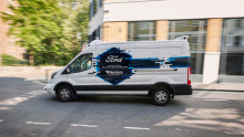 Svěřili byste svoje zásilky dodávce bez řidiče? Ford a Hermes zkoumají budoucnost doručování