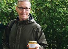 Kocken Henrik Norström samarbetar med  biodlare från Lovön