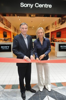 MARTINA NAVRATILOVA OPENS NEW FORMAT SONY CENTRE IN WIMBLEDON - Sony Opens Doors to Innovative New Shopping Experience