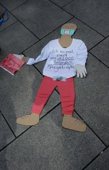 """Pflege am Boden"" - Flashmobs in Frankfurt Main"