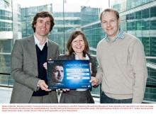 Scheckübergabe: Intel und Sony Deutschland unterstützen gemeinnützige Organisation streetfootballworld mit 10.000 Euro