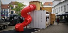 Gågaden i Horsens har fået en spændende mobil legeplads