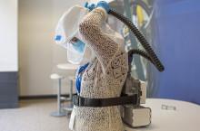 Ford utvider produksjonen av medisinsk utstyr: Nyutviklede beskyttelsesmasker og smittefrakker laget av kollisjonsputemateriale