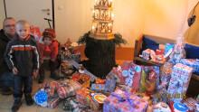 Wunschbaumaktion für Bärenherz – Real-Märkte in Grünau und Burghausen bringen Geschenke ins Kinderhospiz