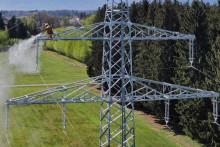 Strommaste erhalten neuen Anstrich