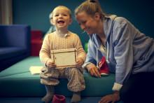 Regjeringen premierer kommuner som kutter bemanningen i barnehagene