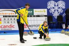 Curling: Övertygande svensk premiärseger vid VM Mixed dubbel
