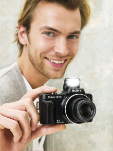 Big on quality and serious features: the compact, high-zoom Cyber-shot H10