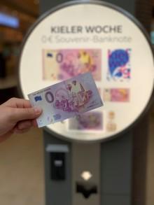 Null Euro Banknote zur 125. Kieler Woche - Das perfekte Souvenir aus dem Automaten