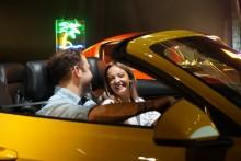 Tinder-användare swajpar höger för blinddejt i en Ford Mustang