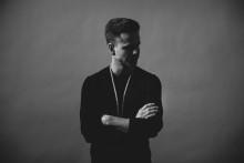 Mike Diggler solodebutar på svenska,  släpper politiska singeln Privilegium