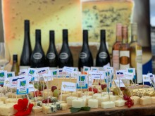 """""""Käse trifft Wein"""" im Verkostungskosmos"""