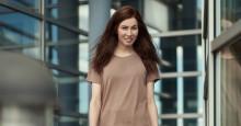 Tuleva lääkäri Katarina Kuikko mieltyi iltavuoroihin – tällainen on kesätyöntekijän työpäivä Tamron jakeluvarastolla