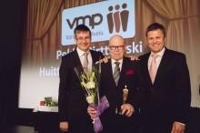 VMP Varamiespalveluiden Franny-patsas Huittisten Pekka Pirttikoskelle