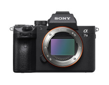 """Společnost Sony rozšiřuje svoji řadu """"plnoformátových bezzrcadlovek"""" o novou a7 III s nejnovějšími zobrazovacími technologiemi, to vše v kompaktním balení"""