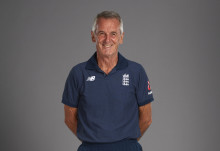 Phil Neale to leave administration role with England Cricket