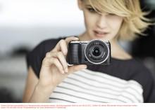 Neuer Lifestyle-Liebling: Mit der NEX-C3 stellt Sony die weltweit kleinste und leichteste[1] Systemkamera mit Wechseloptik und APS-C Bildsensor vor