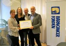 Svensk Fastighetsförmedling skänker 2 438 800 kronor till forskning i kampen mot barncancer
