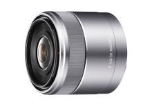 Bestens ausgerüstet für unterwegs: neues Makro-Objektiv und praktisches Zubehör für die NEX-Kameras von Sony