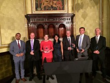 """Eutelsat recibe el premio """"Better Satellite World Award"""" de SSPI por su apoyo a la Carta de Conectividad Humanitaria"""