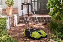 Ryobin® uusi 18V lakaisukone on nopea ja tehokas puhdistusratkaisu autotalliin ja pihalle