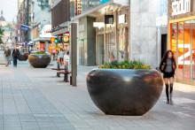 Nolas planteringskärl som trafikhinder i city