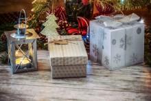 Svenska seniorer köper julklappar som aldrig förr – för nästan tio miljarder kronor