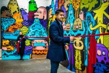 Frisker opp Trosterud T-banestasjon med kunstvegg