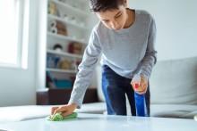 Slik får du barna til å gjøre husarbeid