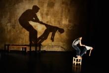 """Dans: Ömsint samspel mellan far och son i """"Des Gestes Blancs"""""""