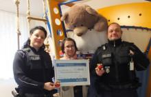 Wie aus 10 Euro eine stolze Summe wurde: Bundespolizei spendet 900 Euro an Bäarenherz