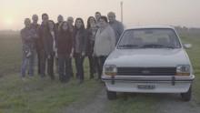 Sedm dětí dojalo svého otce tajnou renovací 38 let starého auta, ve kterém je všechny učil řídit