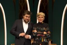 Rasmus Bjerg træder ind i forestilling med Sofie Linde på Aveny-T