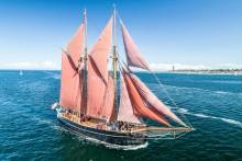 """Pressetermin - Kinder segeln auf Kuttern zu ihrer """"Zuversicht"""" in die Werft"""