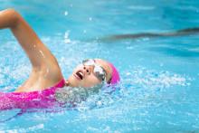 Sådan gavner svømning danskernes helbred og velvære