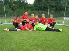 Neue Trikots: Santander unterstützt Jugend des TuS Nieder-Eschbach