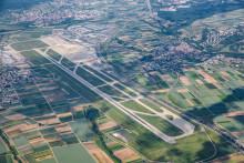 Flughafen beauftragt STRABAG Großprojekte GmbH mit Teilerneuerung der Start- und Landebahn 2020
