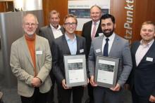 Jungakademiker Fabian Schoden und Moaid Ismail Othman von der Fachhochschule Bielefeld erhalten Energy Award 2018