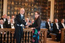Lärare Eva Lindahl mottog pris vid Vitterhetsakademiens högtidssammankomst