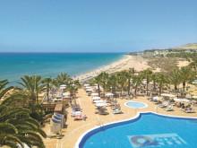 Bei alltours reisen die Kleinen zum Nulltarif mit - Osterurlaub mit der Familie auf Fuerteventura