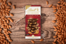 Mörk choklad i kombination med havssalt och            salta, rostade mandlar kan aldrig bli fel!