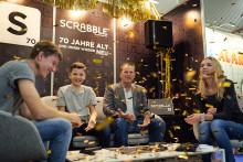 """Spiel 2018 in Essen: Mattel stellt die Spielneuheiten """"Scrabble 70 Jahre Jubiläumsedition"""" und """"Kacka-Alarm"""" vor"""