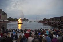 Ofelia Plads inviterer til OFELIA MIDSOMMER. En hel dag med livekoncerter, talks og Sankt Hans-bål.