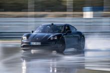 Helelektriska Porsche Taycan driftar in i Guinness rekordbok