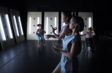 Jannine Rivel & Xenia Kriisin i ny dans- och musikföreställning