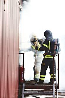 Varför bär rökdykare andningsutrustning?