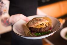 NY meny signerad Magnus Albrektsson för Levinskys Burger