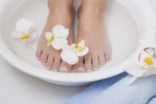 GEHWOL Frische-Fußbad: Belebende Wirkstoffe für coole Füße