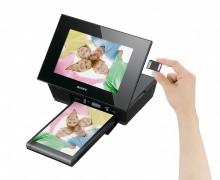 Sony lance son premier cadre photo avec lecture vidéo HD intégrée et dote sa gamme 2010 d'un concept « d'album photo » numérique