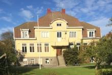 Kaprifolskolan i Hunnebostrand placerad på Gula Listan